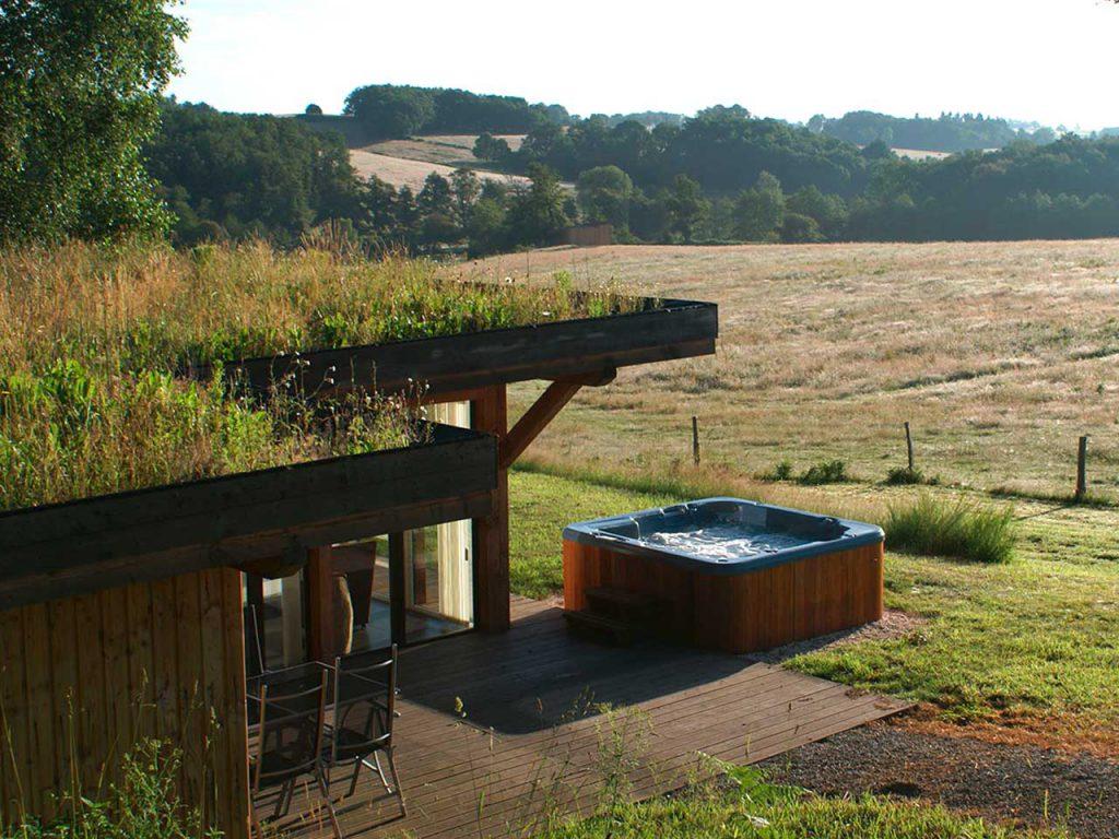 Un gîte au calme, dans la nature ou chaque maison dispose d'un jacuzzi privatif. Profitez de vos vacances en famille, dans la nature.