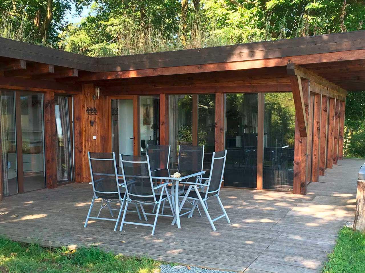 """Gîte en pleine nature avec spa privatif, vue sur la terrasse de notre gîte """"Aube"""""""